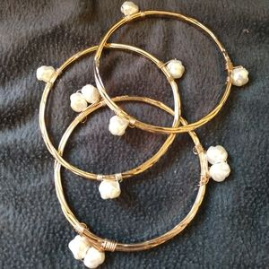 💖Avon gold bangles with pearl accents